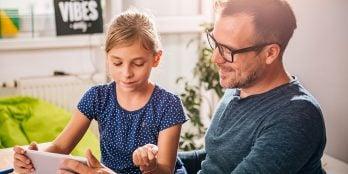 Conheça 5 formas simples de ensinar a poupar