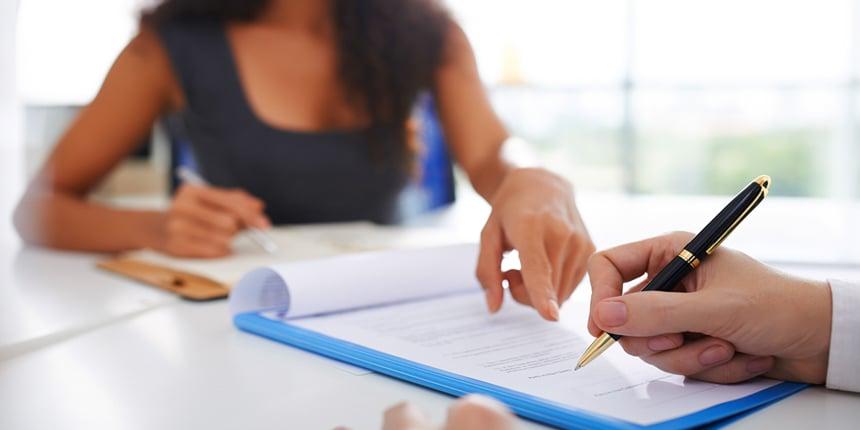 O que deve fazer antes de assinar um contrato?