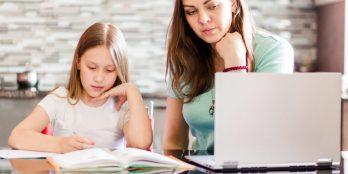Os vouchers MEGA dão acesso a manuais escolares gratuitos a alunos do ensino obrigatório de escolas públicas ou privadas com contrato de associação.
